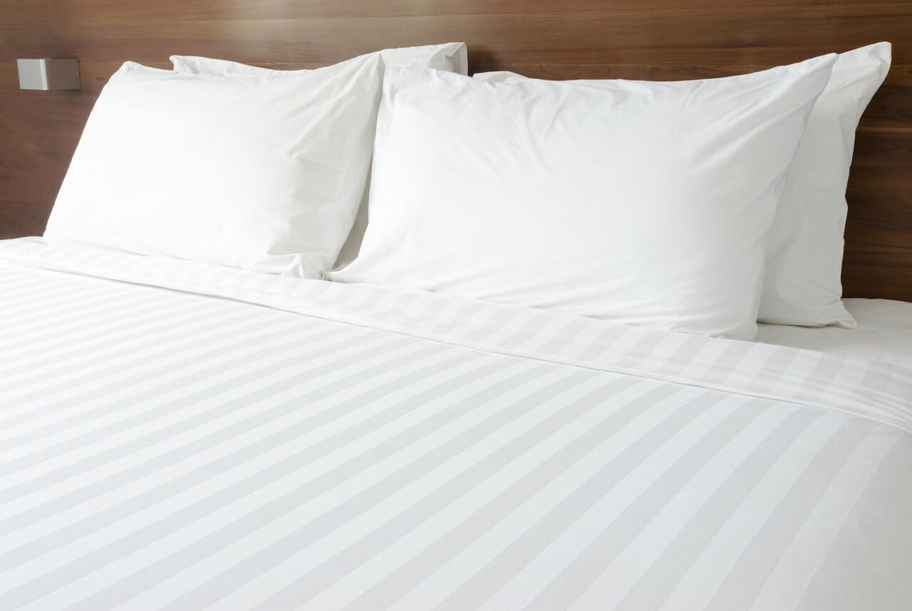 Lenjerie de pat pentru doua persoane, Boutique Damasc, Premium, 4 piese, policoton, TC 250, 150 gr/mp, alb